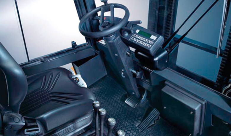 Место оператора в вилочных погрузчиках STILL R70-60 - R70-80