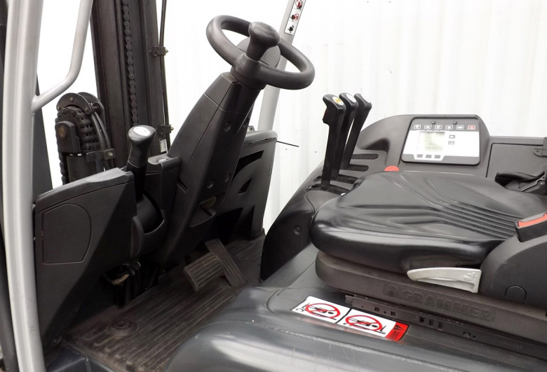 Рабочее место оператора вилочного погрузчика RX 60