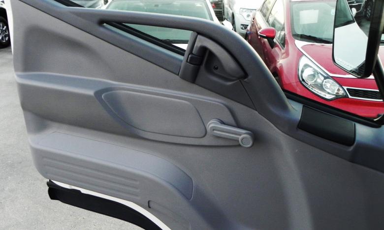 Дверь со стороны водителя