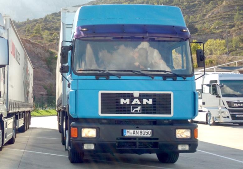 Седельный тягач MAN F2000